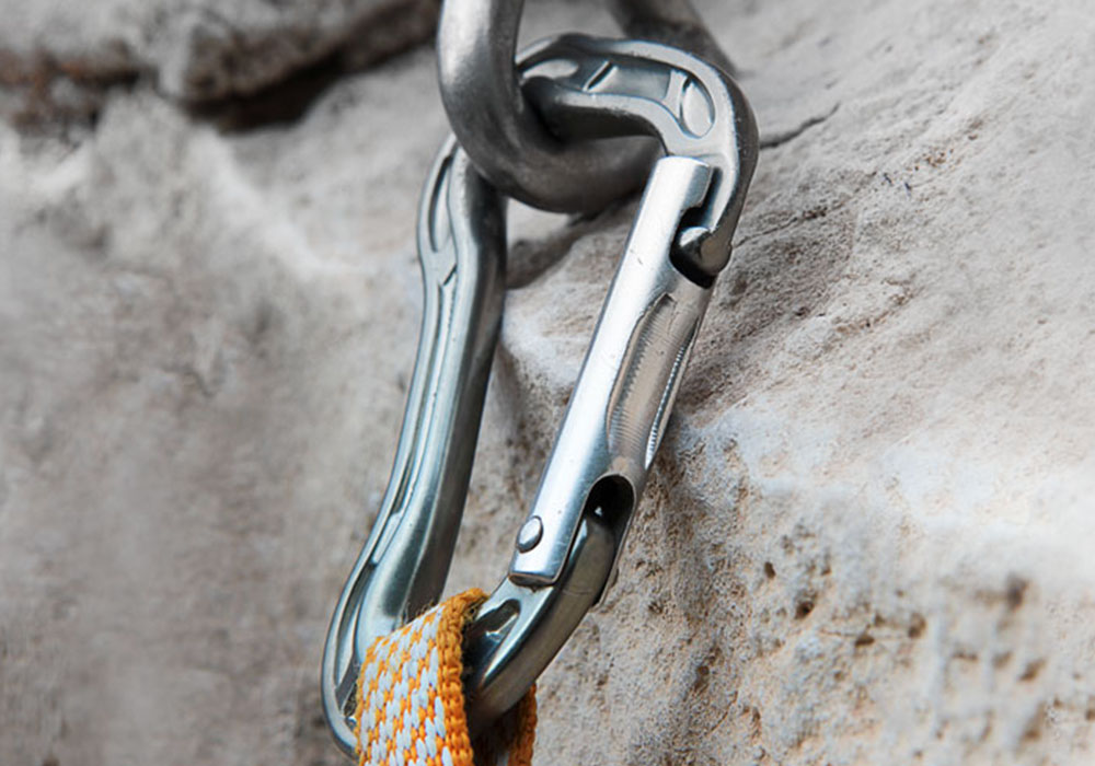 AVOIDING BENDING LOADS ON CARABINERS